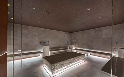 Ip-protected linear luminaires in hammam